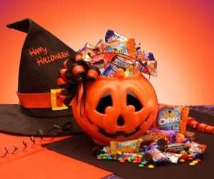 Deliciously Spooky Halloween Trick or Treat Baskets